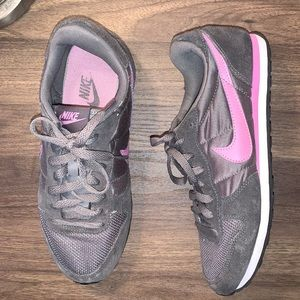 NEW SUEDE NIKE RUNNERS